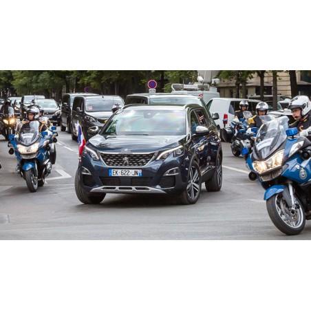 Dépose d'un système d'avertisseur sonore et lumineux de véhicule officiel